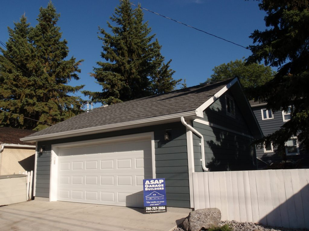 Reverse gable garage roof